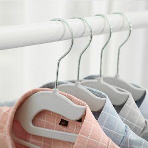 Zoom-In Teus Plastic Clothes Hanger